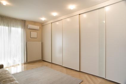יש לכם חדר פנוי בבית? צרו חדר ארונות!