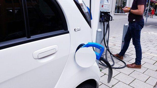 התקנת עמדת טעינה לרכב חשמלי – דגשים חשובים
